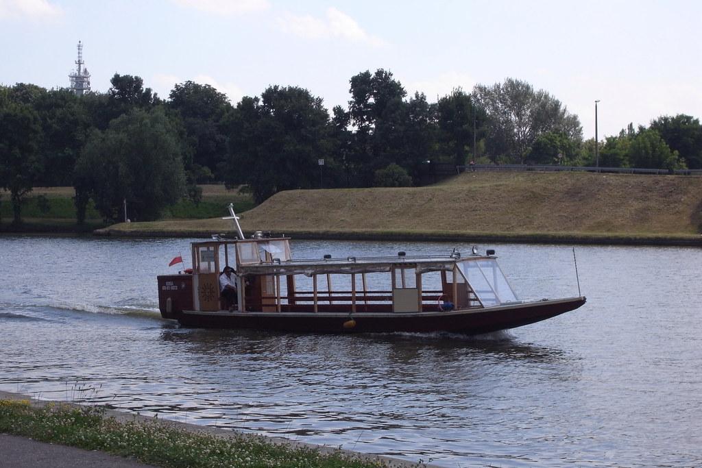 Żegluga śródlądowa w dorzeczu Raby - Wisła / Inland navigation in Raba basin - Wisła