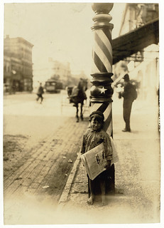 Lewis Hine: Indianapolis newsboy, 41 inches high, 1908