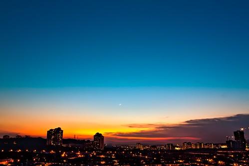blue sunset sky moon canon wow eos dusk gradient malayisa ameer utama bandar aisa 450d abllo