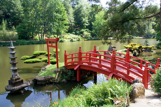 Red bridge, Torii and lantern