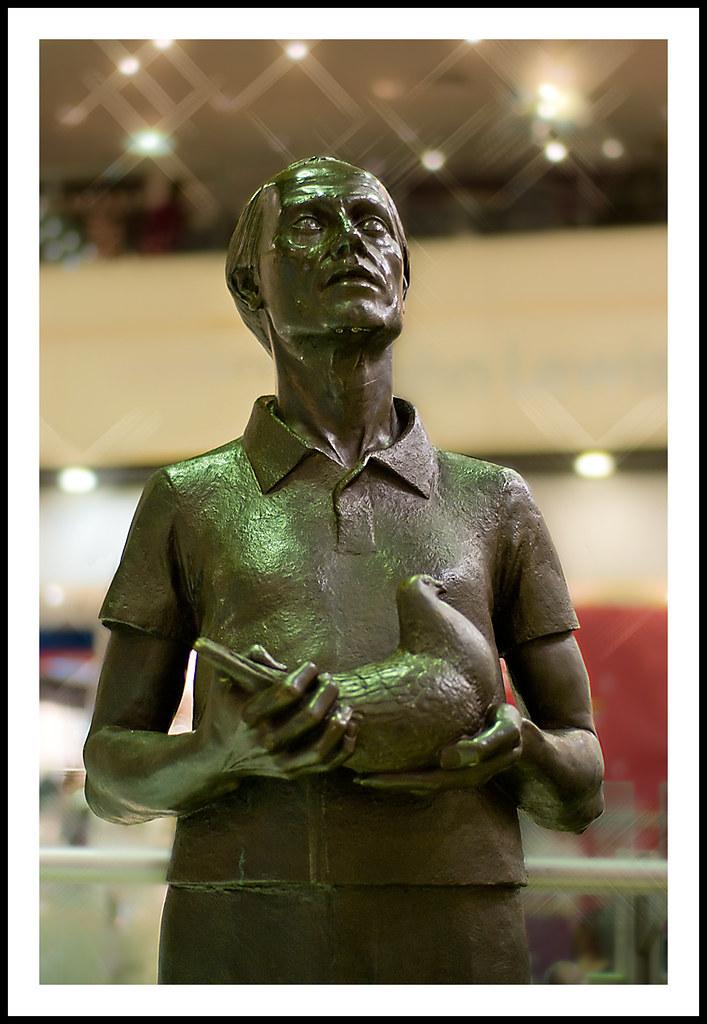 Man with pigeons Eldon Square - 294/365