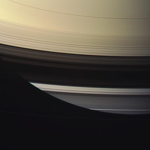 Saturn-equator-and-dark-ring