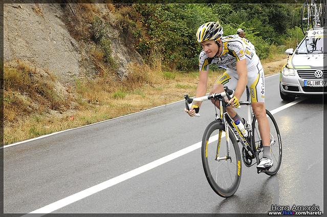 Australian rider (Michael Rogers) delayed from peloton - Tour de France 2009, stage 6 Barcelona (La Conreria)