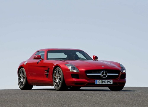 Mercedes-Benz SLS AMG Gullwing supercoupe | by digg or dump