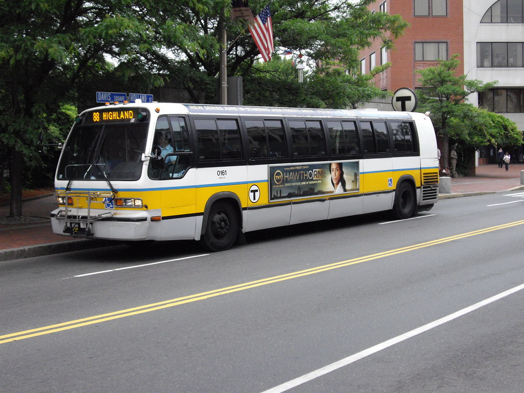 MBTA BOSTON BUS RTS 0161 side | 0161 on the 87 Lechemere rou… | Flickr