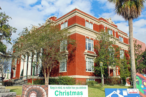governmentbuilding countycourthouse courthouse architecture classicalrevival trees palmtree brooksville florida