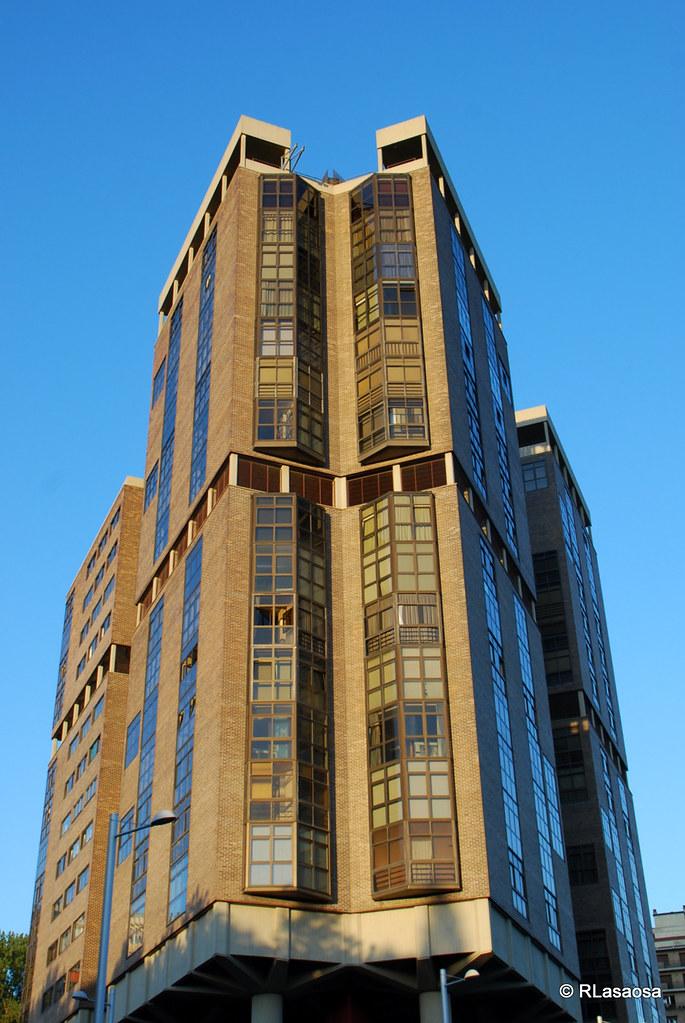 Pamplona edificio singular vista de una de las - Edificio singular pamplona ...