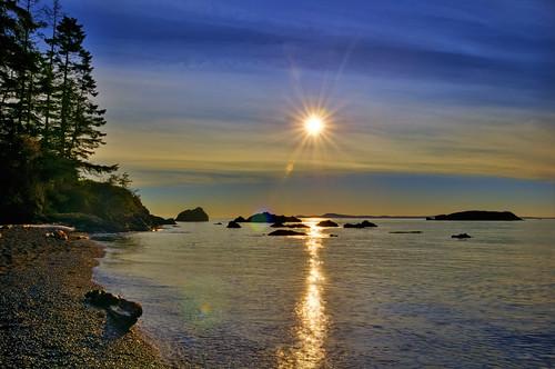 ocean statepark light sunset sun sunlight sol nature landscape island solar washington nikon rocks ray searchthebest state sound flare wa sunburst rays sanjuans deceptionpass 2009 puget whidbey d300 exposureblending specland karmapotd anawesomeshot aplusphoto enfuse platinumheartaward vosplusbellesphotos