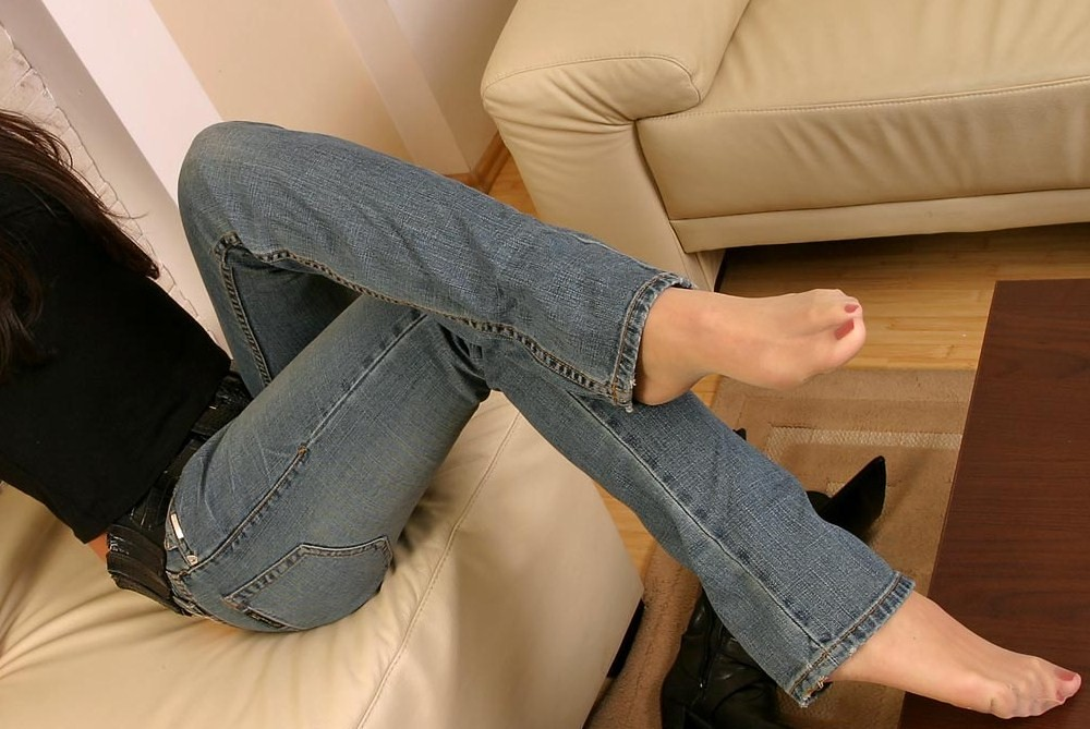 Nylon feet jeans Can you