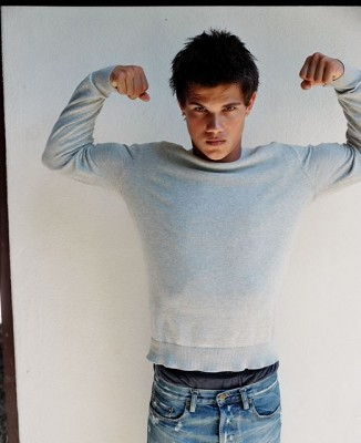 Taylor Lautner Flexes His Muscles For Twilight Jacob Blacks Lil