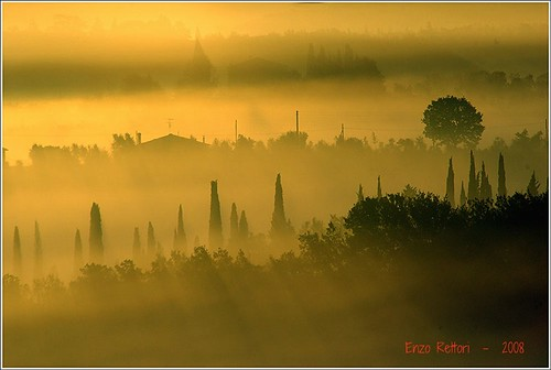 sunset italy fog sunrise haze tramonto alba tuscany chianti nebbia toskana pentaxk10d justpentax pentaxiani pentaxart enzorettori rettorienzo