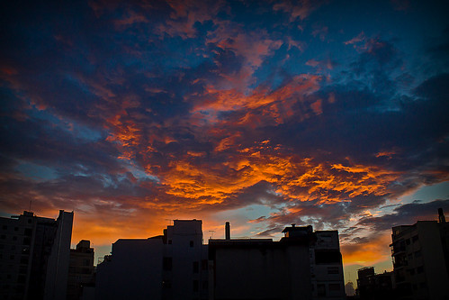 Sunset in the city | by Wal Wsg