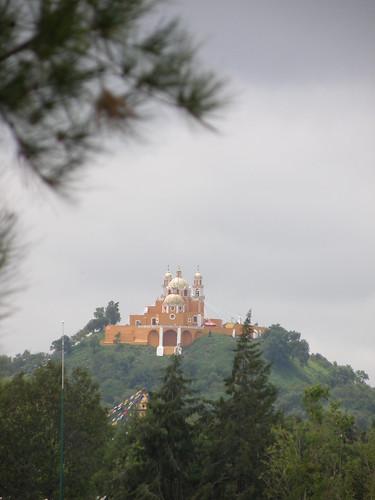 P9120407 Iglesia de los Remedios vista desde el Templo del Dolor casa de los Aztecas de la UDLAP por LAE Manuel Vela