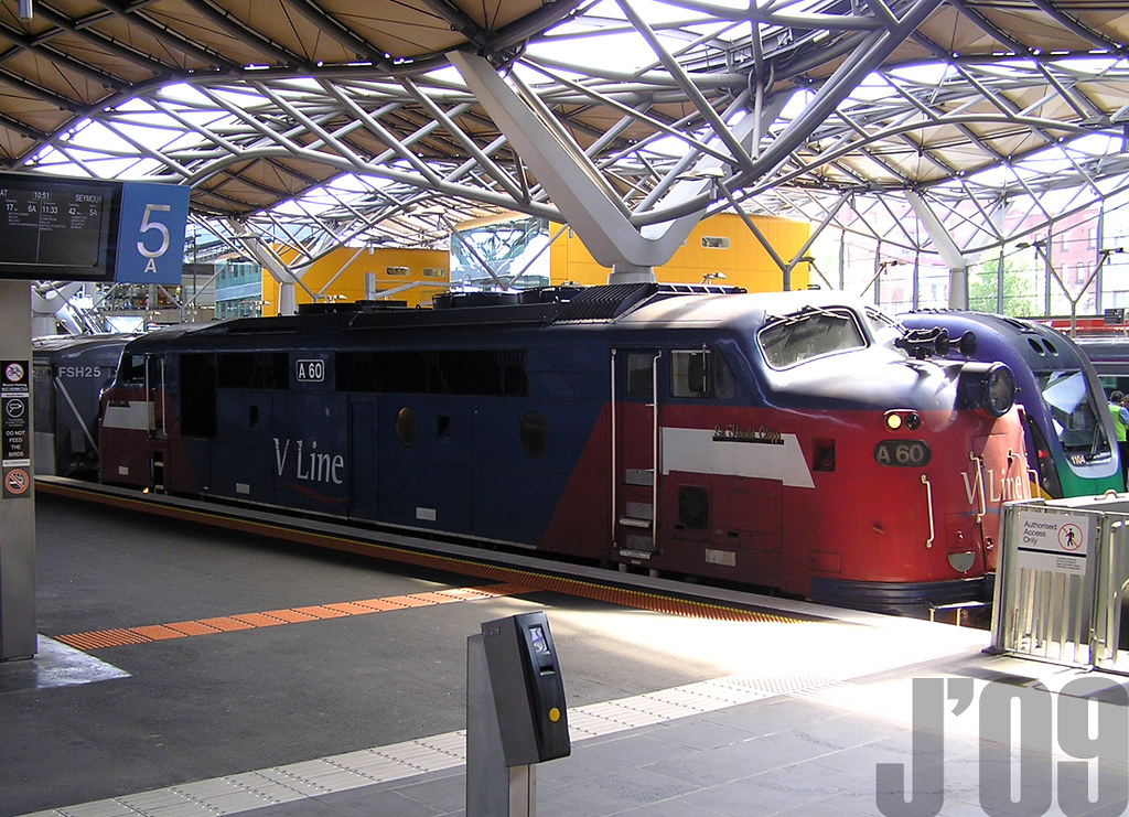 A Class 60 sits @Spencer St ~22.10.09 by James 460