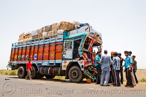 DSC10873 - Truck Accident (India) | by loupiote (Old Skool) pro