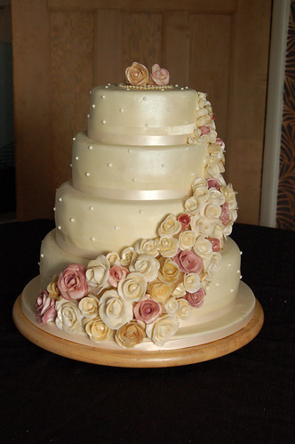 Cascading Roses wedding cake | by MammaJammaCakes(very behind)