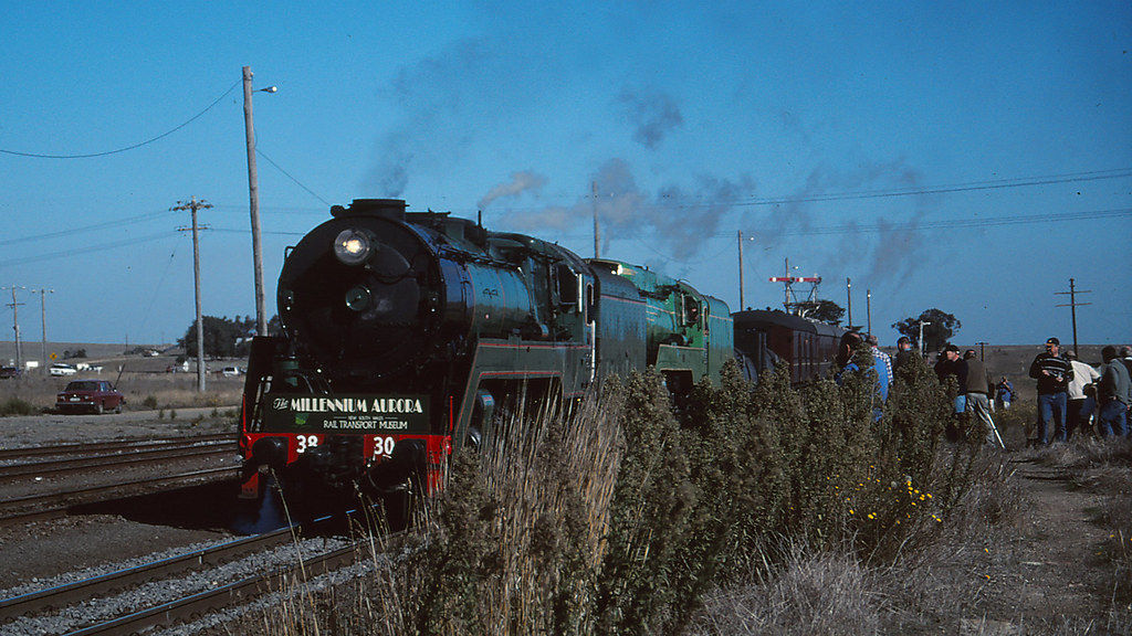 3830 and 3801 arriving at Maroona by michaelgreenhill
