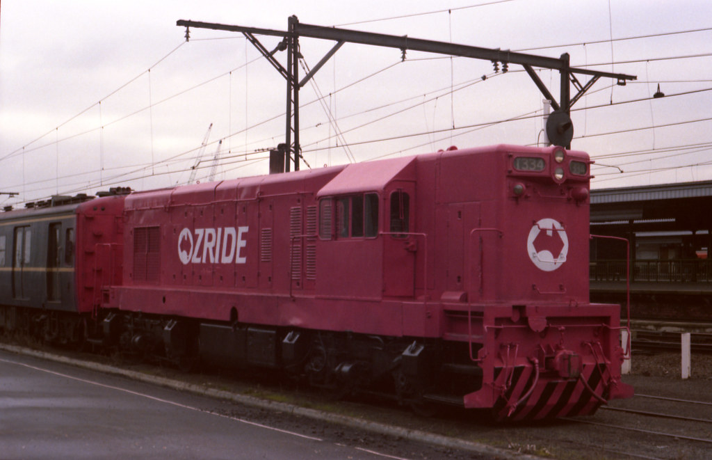198607 649 Loco T334 in Ozride pink livery by williewonker