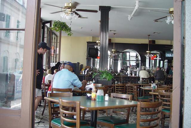 Restaurant in Jefferson Square