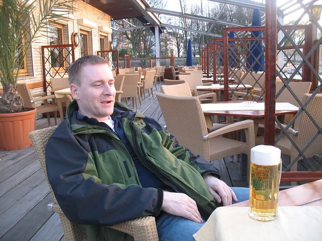 Klausy_pints_1_Klaus_and_pint_at_lake