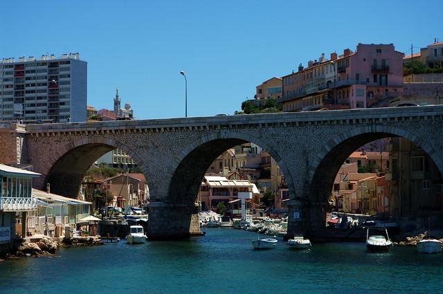 Marseille le Vallon des Auffes 117 et Notre-Dame de la Garde