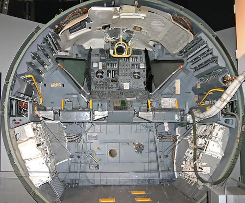 cockpit flightdeck lem grumman projectapollo lunarmodule lunarlander cradleofaviationmuseum lunarexcursionmodule usspaceprogram