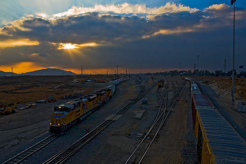 california backlight canon outdoors lowlight socal colton unionpacific canondslr 2470l railroads railyards inlandempire alltrains twtme movingtrains sbcusa alltypesoftransport aphotographersnature kenszok