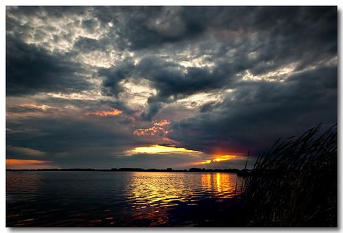 clouds lakeerie greatlakes beaches summertime rondeaupark pentaxk10d rondeaubay imgp9997 valwest