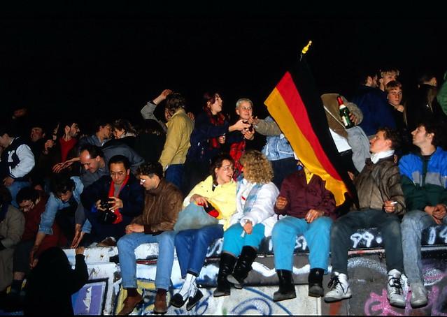 19891109 Berlin Brandenburger Tor Mauer Mauerfall Menschen  (3)