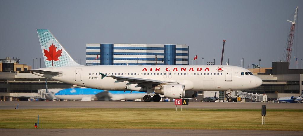 Air Canada A320-200 C-FFWI