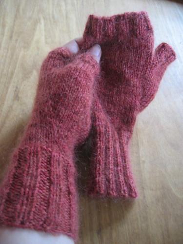 Recursive fingerless mittens