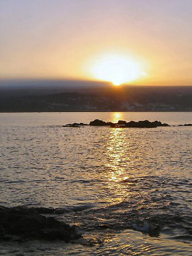 ocean sunset water hawaii lava hilo basalt hilobay coconutisland pkittye