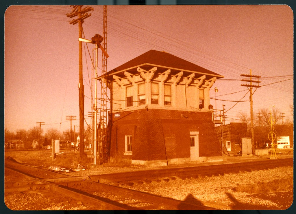 Negative 199-32 New York Central Big Four & C&EI (Conrail) Pana Ill Tower 10 Jan 1978 001