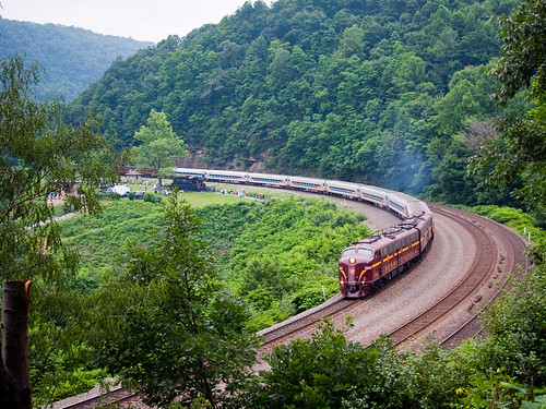 railroad train rail trains horseshoe curve e8 prr emd pennysylvania