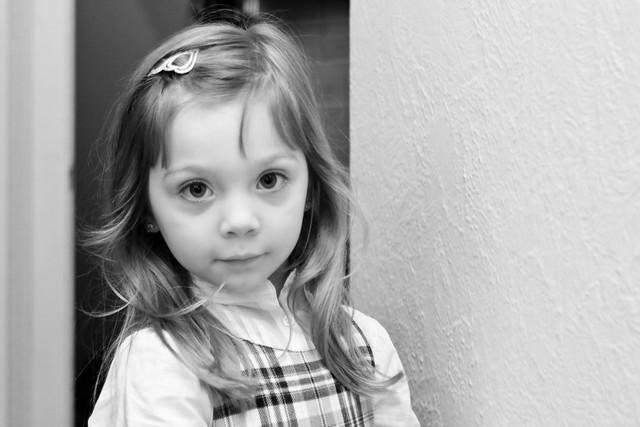 La petite fille aux jolis yeux