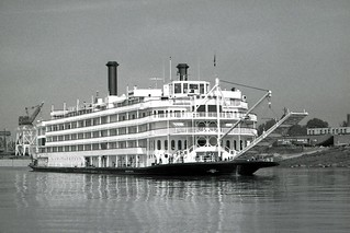 Mississippi Queen Departs on First River Trial