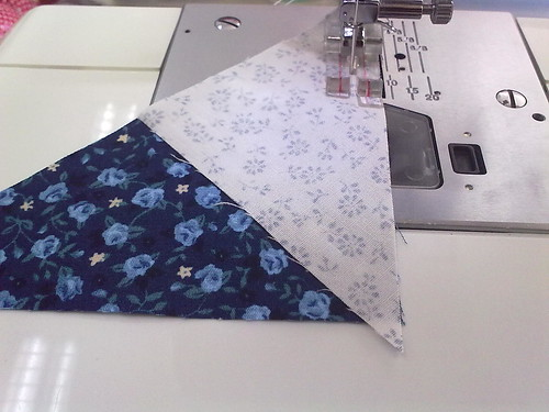 step 1a - sew the big and the small triangle | by Yohanes & Risna