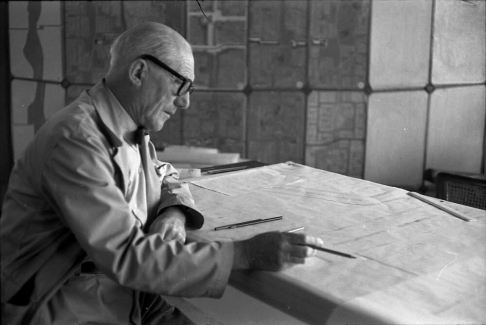 wereldreis2_122_04 Le Corbusier in India 1955