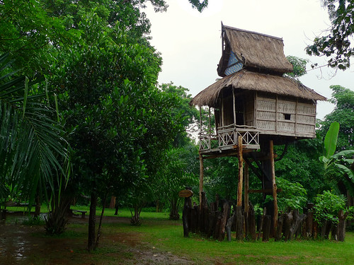 Unique tree-house at Pa Suam waterfall | by B℮n