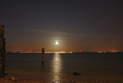 Moonset- Over the Isle of Wight | by Hexagoneye Photography