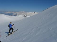 Pokud je lyže v kontaktu se sněhem co největší plochou, dá se vystoupat ledacos.