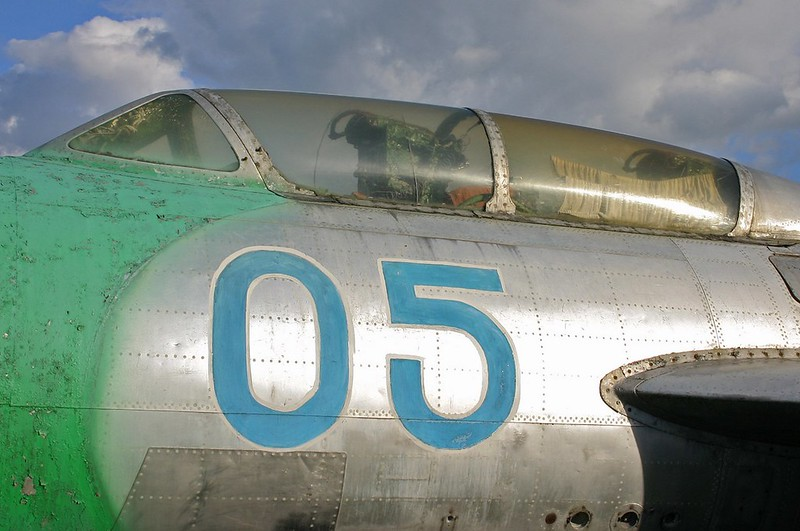 Yak-25 Flashlight 3