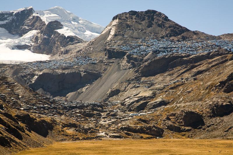 La Rinconada, 5400mètres, 40 milles personnes qui travaillent. La mine d'or informelle la plus haute du monde. (Puno, Pérou, août 2009)