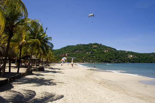 Beach at Zihuatanejo | by dustin.askins
