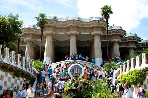 Parc Guell - scalinata principale e folla | by 1la