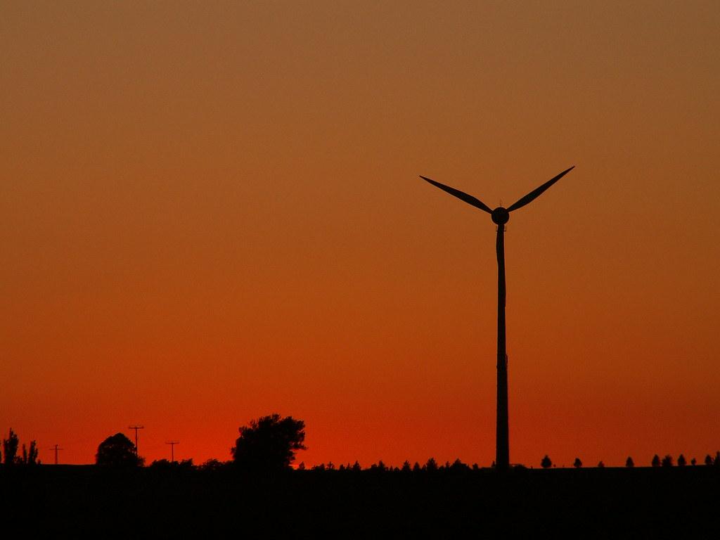 Zum Sonnenuntergang spielt die Sonne in schweren, satten Farben ein Strahlenlied der Macht, Gold in Semmelsberg am Himmel, im Schatten sitzt der große Pan versteckt, will scheue Blicke wagen 098