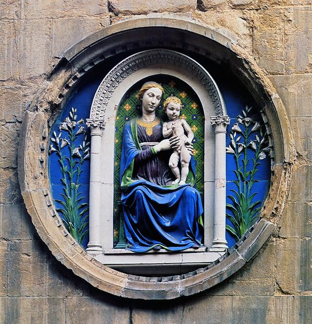 Luca della Robbia, Stemma dell'Arte dei Medici e Speziali, 1460 circa. Firenze, Orsanmichele