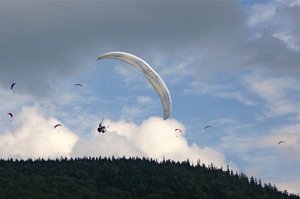 Paralotnie nad Cietniem / Paragliders over Ciecień