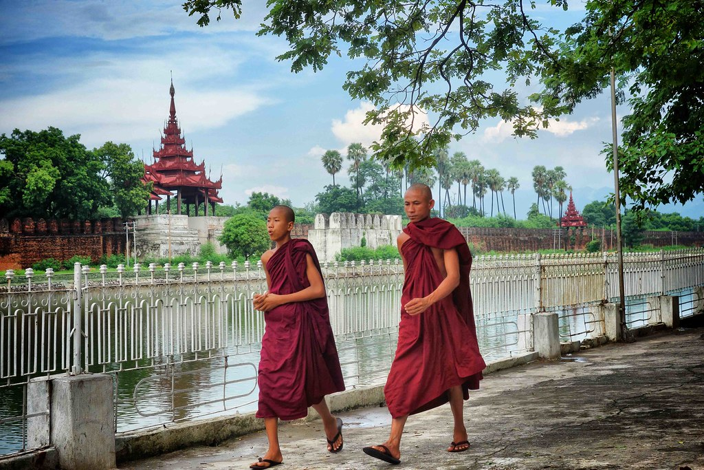 Myanmar - Mandalay - Monks