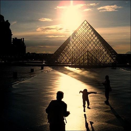 Are we alone   Le Louvre ~ Paris ~ MjYj
